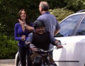 Modern Family S02E11 Slow Down Your Neighbors Recap, Quotes, Spoilers and Photos