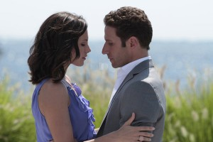 Royal-Pains-premieres-season-35-jill-hank-kiss