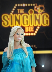 singing-bee-renewed-season-4-cmt-9