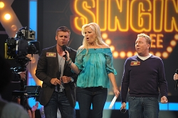 singing-bee-renewed-season-4-cmt-5