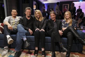 Friends Chandler and Phoebe reunite on Hollywood Game Night