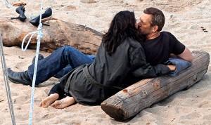 House Season Seven Spoiler Photo: House and Cuddy kissing on season premiere