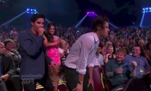Harry Styles Twerking on Daily Rehash